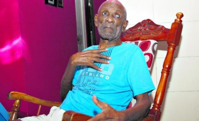Lester Leon Greaves today at 88 years of age.  Image thanks to Jesus Simmons, writer for Día a Día.
