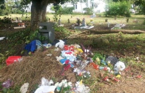 "The headline reads ""Cementerio Corozal en la Desidia."" Image thanks to TVN - on line."